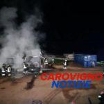 Rifiuti, incendio nel deposito di una ditta: in fiamme due compattatori